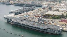 CNN.co.jp : 米空母3隻が岸壁にそろう「珍事」 米カリフォルニア州 空母3隻が接岸。一番上がビンソン、中央がレーガン、手前がステニス=米海軍