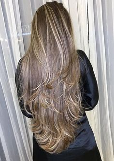 Do you like your wavy hair and do not change it for anything? But it's not always easy to put your curls in value … Need some hairstyle ideas to magnify your wavy hair? Haircuts For Long Hair With Layers, Long Layered Hair, Long Hair Cuts, Wavy Hair, Beautiful Long Hair, Gorgeous Hair, Very Long Hair, Silky Hair, Grunge Hair