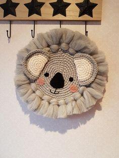Cute Diy Room Decor, Baby Decor, Macrame Art, Macrame Projects, Kritzelei Tattoo, Deco Jungle, Crochet Wall Hangings, Yarn Bombing, Wire Crafts