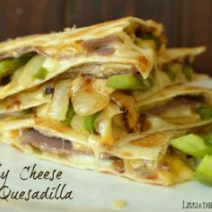 I'm craving this quesadilla all over again! If you love Philly Cheese Steak Sandwiches.you will LOVE this quesadilla! It's the melted cheese, tender crisp veggies and savory roast beef that make . Quesadillas, Steak Quesadilla, Quesadilla Recipes, Breakfast Quesadilla, Breakfast Club, Philly Cheese Steaks, Mexican Food Recipes, Beef Recipes, Cooking Recipes