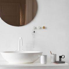 MENU - Zahnbürstenhalter Norm Bath, Weiß | SCHÖNER WOHNEN-Shop Norm Bath – klare Linien fürs Bad Leichte, klare Linien, ein elegant gerundeter Boden: Mehr ist nicht nötig, um einen Gesamteindruck zu erzielen, der im Bad Klarheit schafft. Hygiene und praktische Handhabung sind die logische Folge der funktionellen Finessen, die sich in jedem Detail der neuen Serie Norm Bath von Menu wiederfinden. Die fünfteilige Serie bildet ein ansprechendes Ganzes und besteht aus Treteimer, Toilettenbürste…