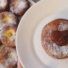 Szalagos farsangi fánk recept I Doughnut, French Toast, Breakfast, Desserts, Food, Morning Coffee, Tailgate Desserts, Deserts, Essen