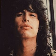 A younger Steven Tyler Mais Mia Tyler, Tyler Perry, Music Pics, Music Love, Steven Tyler Aerosmith, Elevator Music, Joe Perry, Band Pictures, Classic Rock