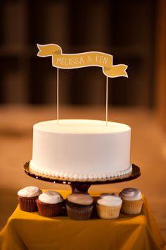 Un sencillo pastel de boda.