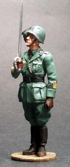 ITALIAN BERSAGLIERE OFFICER 1940