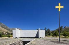 Underground Entrance - Capilla del Retiro / Undurraga Devés Arquitectos | ArchDaily