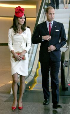 Princesse Kate & Prince William.  Love her outfit and accessories~