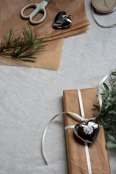 As I'm sure you know by now, my Christmas style is always very simple and minimal, taking inspiration from my Norwegian roots. Minimal Scandinavian Christmas with branches from the garden and Danish Design pieces by Georg Jensen. Christmas collectibles. Gift wrapping with heart decoration. #nordicchristmas #georgjensen #minimalchristmas #giftwrapping