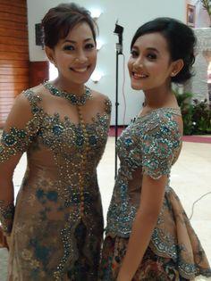 Kebaya biasanya hanya digunakan untuk acara-acara resmi seperti pernikahan dan sebagai baju tradisional daerah, tetapi sekarang kebaya sudah banyak yang modern