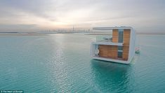 They just keep building the wildest stuff in Dubai. By now you may be familiar with the The World in Dubai, a global landmark made up of 300 islands reclaimed from the sea in the shape of the world… Floating House, Floating In Water, Luxury Houseboats, Underwater House, Coral Garden, Under The Ocean, Heart Of Europe, Unusual Homes, Japanese House
