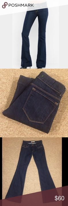"""JBRAND: Bell bottom jeans - size 26 Jbrand Lovestory bell bottom jeans 722 in ink.. 32"""" inseam, 8"""" rise and 21.5"""" leg opening.. They measure 14.25"""" across the top of the waist when laying flat.. 72% cotton and 28% elasterell.. These were professionally hemmed and r in EXCELLENT condition!! J Brand Jeans Flare & Wide Leg"""