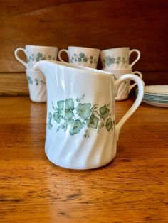 Your place to buy and sell all things handmade Corningware Vintage, Granny Chic Decor, Corelle Patterns, Vintage Dinnerware, Christmas Traditions, Diy Kits, Vintage Kitchen, Cool Kitchens, Swirls