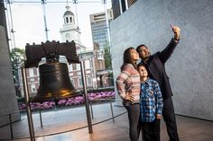 Snap breathtaking selfies or pictures with our guide to the photo-worthy attractions and settings in Historic Philadelphia...