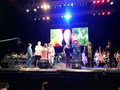 Grandes artistas rinden homenaje al Comandante Eterno entonando sus canciones preferidas.