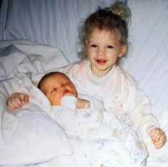 Taylor Swift with her baby brother, Austin Swift ❤️❤️ . Taylor Swift Childhood, Young Taylor Swift, Baby Taylor, Long Live Taylor Swift, Red Taylor, Taylor Swift Pictures, Taylor Alison Swift, Taylor Swift Wallpaper, Swift Photo