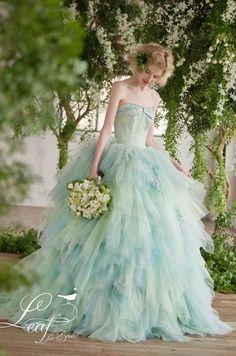 日本の花嫁をもっと美しくしてくれる「 Leaf for Brides 」のカラードレス