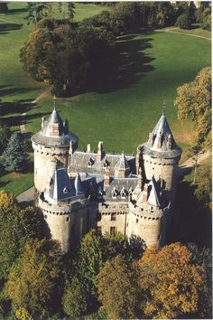 Chàteau de Combourg ~ Haute Brittany ~ France ~ One of the tower is said to be haunted by a pegleg ghost. Beautiful Castles, Beautiful Buildings, Beautiful Places, Chateau Medieval, Medieval Castle, Castle Ruins, Castle House, Photo Chateau, Palaces