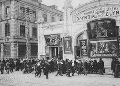 Κινηματογράφος Ολύμπια-στη Λεωφόρο Νίκης το 1916.Ο πρώτος της πόλης -από το 1903.Καταστράφηκε από την πυρκαγιά του 1917.Στην είσοδο μαθήτριες του Γαλλικού Λυκείου πρόκειται να δουν την ταινία L΄homme qui assassina'γυρισμένη το 1913.