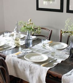 Such a classy and timeless table setting.     #diningrooms #centerpieces #tablesettings