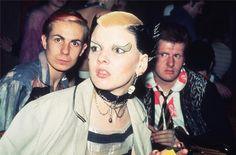 Simon Barker, Soo Catwoman & Marco Pirroni, Louise's, 1976. Photo © Bob Gruen.