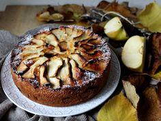 Semplice e veloce, la torta di mele-amore in cucina. Adatta alla colazione della domenica. Il profumo inebrierà la casa, provate la ricetta.