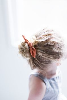 These hair-styles are all fairly simple and are good for starters, quick and easy toddler hair-styles. Little Girl Hairstyles, Trendy Hairstyles, Natural Hairstyles, Urban Hairstyles, Kids Hairstyle, Bunny Ears Headband, Diy Hair Bows, Little Girl Fashion, Toddler Fashion