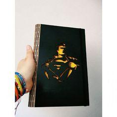 SUPERMAN !!! Regalos especiales :D  Bitácora  Media carta Corte y grabado láser en MDF Hojas: opalina y bond Encuadernación: perforación tornillos y corte láser. Hecho a mano. ¡Apoya el Diseño Colombiano!  #diseñodiart #Bogotá #diseño #agendas #personalizados #cortelaser #madera #mdf #inspiración #superman #bocetos #bitacora #diseñoindependiente #bogota #apoyacolombiano #design #books #lasercut #inspiration #notebook #wood #workout #loveit  #work