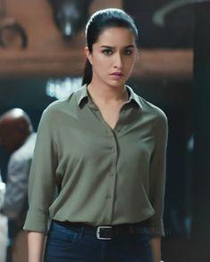 Bollywood Actress Hot Photos, Indian Bollywood Actress, Bollywood Girls, Indian Actresses, Bollywood Heroine, Beautiful Indian Actress, Beautiful Actresses, Sraddha Kapoor, Ranbir Kapoor
