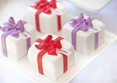 Fondant Present Mini Cakes with Bows