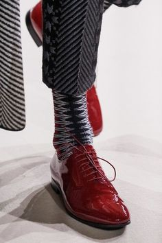 Haider Ackermann Fall 2019 Ready-to-Wear Fashion Show - Vogue Quirky Shoes, Fab Shoes, Women's Shoes, Mens Boots Fashion, Womens Fashion Sneakers, Haider Ackermann, Vogue, Fashion Over 50, Fashion Show