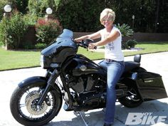 Harley Davidson News – Harley Davidson Bike Pics Harley Davidson Street Glide, Harley Davidson Motorcycles, Lady Biker, Biker Girl, Hd Street Glide, Hot Bikes, Racing Motorcycles, Baggers, Cars