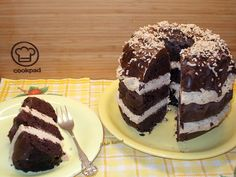 Gesztenyekrémes kakaós kuglóf csokoládé ganache-val Tiramisu, Rum, Ethnic Recipes, Food, Meals, Rome, Yemek, Eten, Tiramisu Cake