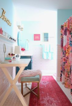 Bedrooms aren't the only rooms that need updating as you child grows. A teen girls bathroom gets transformed from bland to a bright chic bathroom makeover! Girl Bathroom Decor, Boho Bathroom, Bathroom Stand, Master Bathroom, Bathroom Pink, Bathroom Inspo, Teen Bathrooms, Chic Bathrooms, Teenage Bathroom Ideas