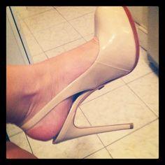 #FlipPinWin @thebloginista shows off her new nude pumps