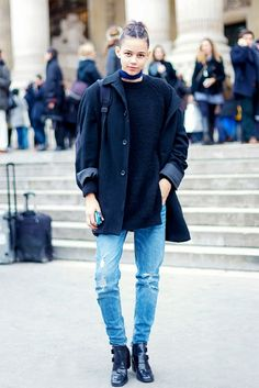 Leona Binx Walton pairs boyfriend jeans with a slouchy jacket for a cool street style look. // #Fashion #StreetStyle