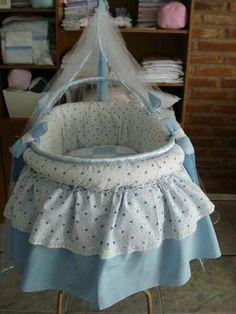 Moises  para el bebe                                                                                                                                                      Más Baby Boy Rooms, Baby Room, Prams, Bassinet, Babies, Furniture, Home Decor, Throw Pillows, Pregnancy