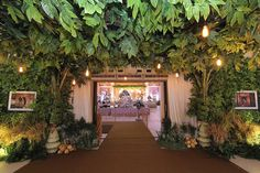 Pernikahan Adat Jawa Kental di Kota Semarang - RESEPSI - DEKORASI Javanese Wedding, Indonesian Wedding, Wedding Stage, Dream Wedding, Wedding Reception Decorations, Wedding Venues, Semarang, Traditional Wedding, Garden Wedding