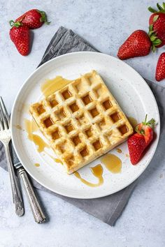 These easy vegan waffles are crispy on the outside and fluffy inside and take just 20 mins + 6 ingredients.Eggless, dairy free, easily gluten free recipe. #veganwaffles #dairyfreewaffles #egglesswaffles #easyveganwaffles #veganwafflesrecipe