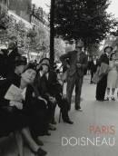 O fotógrafo Robert Doisneau (1912-1994) tem agora parte de seus mais de 400 mil negativos reunidos no livro 'Paris Doisneau'. A edição dá continuidade à publicação de clássicos da fotografia mundial no catálogo da Cosac Naify, que inclui títulos de artistas como Henri Cartier-Bresson e Robert Capa. O volume mostra a capital francesa e seus personagens em imagens e anotações extraídas de cadernos pessoais do fotógrafo.