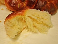 tsoureki with tips too. Greek Sweets, Greek Desserts, Greek Recipes, Sweets Recipes, Easter Recipes, Cooking Recipes, Tsoureki Recipe, Greek Easter Bread, Greek Cake