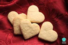 Aprende a preparar Galletas caseras de mantequilla con esta rica y fácil receta. Las galletas de mantequilla son toda una delicia, además de fáciles de preparar. Puedes elaborarlas en... Easy Cake Recipes, Baking Recipes, Cookie Recipes, Dessert Recipes, Super Cookies, Desserts With Biscuits, Xmas Cookies, Galletas Cookies, Buttery Cookies