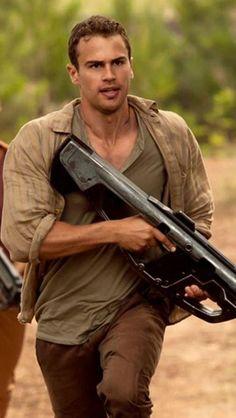 Run Tobias run Divergent Fandom, Divergent Funny, Divergent Trilogy, Veronica Roth, Shailene Woodley, Theo James, Love Movie, I Movie, Tris Et Quatre