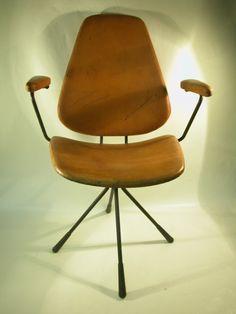 Silla de Estudio H Muebles. Estructura de barilla de hierro, tapicería original de cuero. Regulable en altura y giratoria.