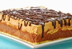 Tarta de turrón y chocolate Czech Desserts, Köstliche Desserts, Delicious Desserts, Yummy Food, Easy Sweets, Parfait Recipes, Chocolate Pies, Pastry Cake, Sweet Tarts