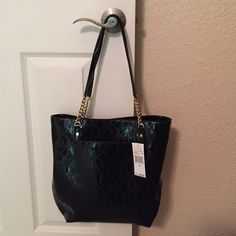 ✨ NWT Michael Kors Jet Set Chain Bag! ✨ NWT black patent leather MK Jet Set chain bag! Beautiful bag with gold chains, magnetic snap closure. 4 inside pockets & 1 inside zip pocket.  Authentic!! From a smoke free home. Michael Kors Bags Shoulder Bags