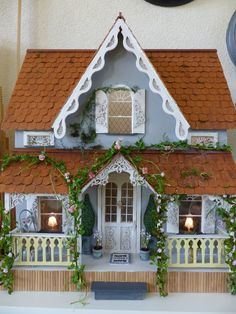 The Arthur dollhouse porch Victorian Dolls, Victorian Dollhouse, Modern Dollhouse, Dollhouse Dolls, Dollhouse Miniatures, Dollhouse Ideas, Miniature Rooms, Miniature Houses, Fairy Houses