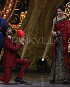 Ranveer & Deepika a www moments on #IIFA2015 stage .Ranveer Singh and Deepika Padukone are one of the cutest couples of Bollywood today and if there was any doubt in anyone's mind regarding the fact, it would have gotten cleared today after a very cute moment between the couple on the IIFA stage.