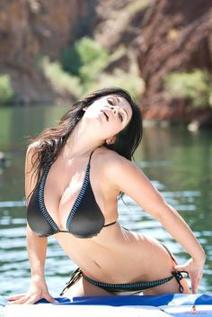 Denise Milani preview of her set Red Rock