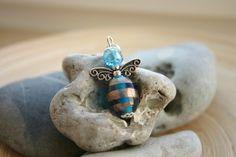 mal etwas ganz anderes zum Valentinstag, ein Schutzengelchenanhänger aus Glasperlen mit Tibetsilberflügelchen    ein ganz besonderes Geschenk :-)