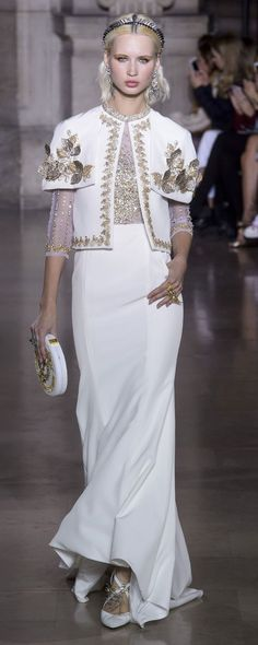 Georges Hobeika P-É Photos officielles - Haute couture Style Haute Couture, Couture Mode, Couture Fashion, Runway Fashion, Fashion 2018, Fashion Week, Women's Fashion Dresses, Maxi Dresses, Nice Dresses